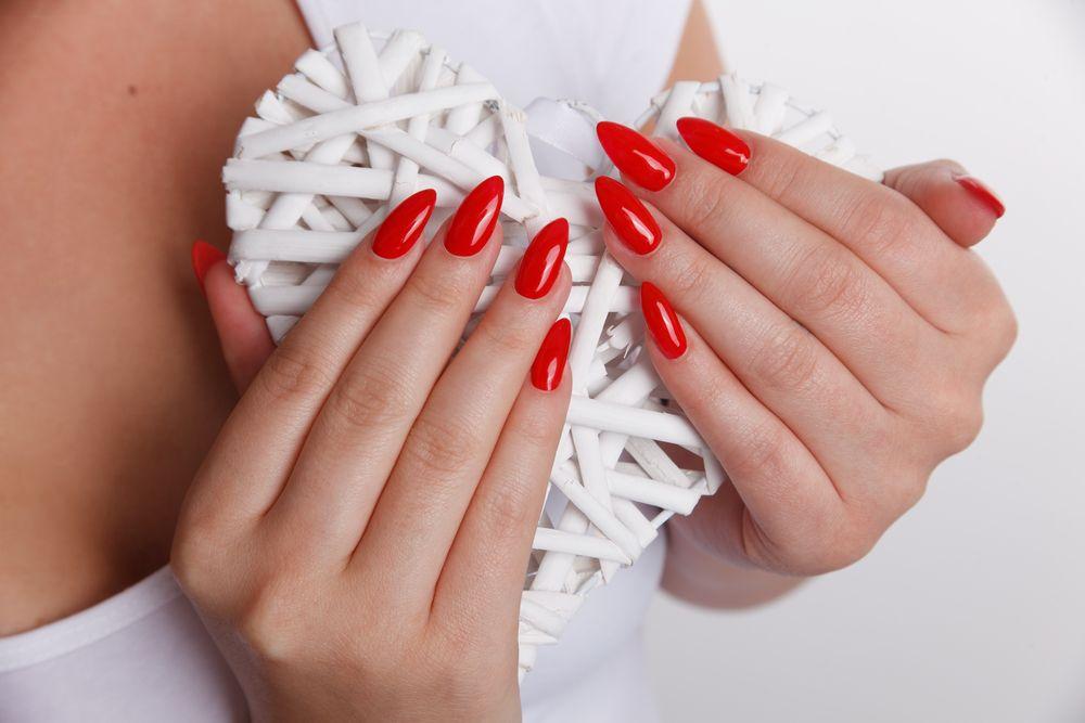 Żel czy akryl - co wybrać na paznokcie?