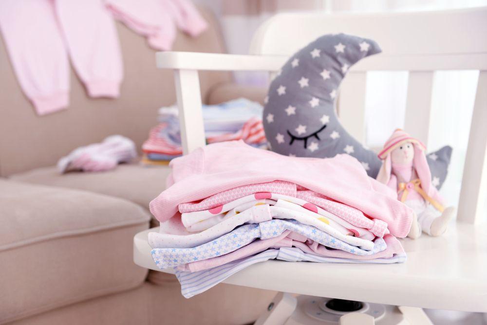 Wyprawka dla niemowlaka – podstawowe elementy i koszt