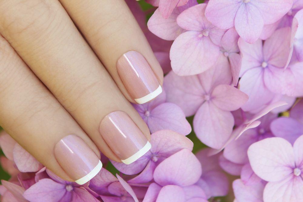 Jak zrobić samodzielnie francuski manicure?