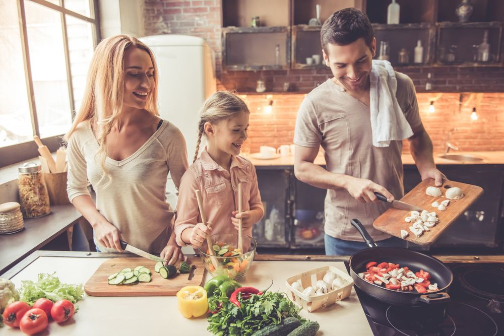 Piękna i funkcjonalna kuchnia za niewielkie pieniądze – jak ją urządzić?