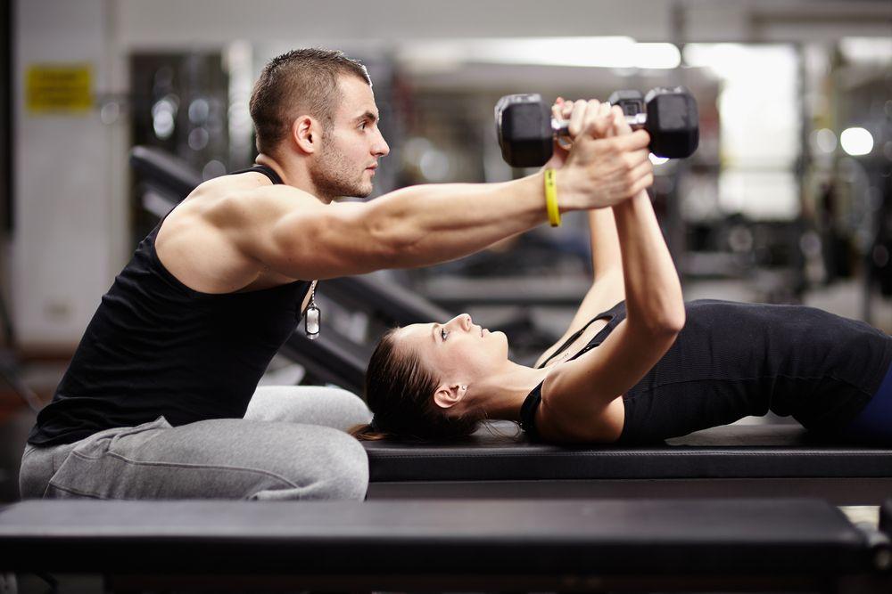 Korzyści wynikające z ćwiczeń pod okiem trenera personalnego
