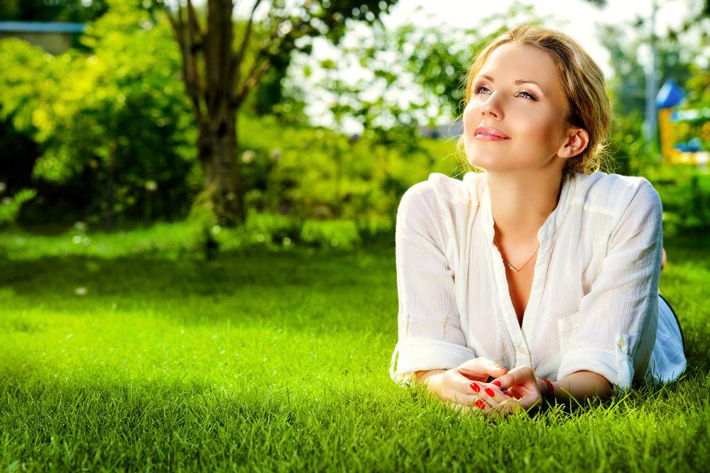 """Nie masz czasu na pielęgnację ogrodu? Poznaj najlepsze pomysły na ogród """"bezproblemowy""""!"""