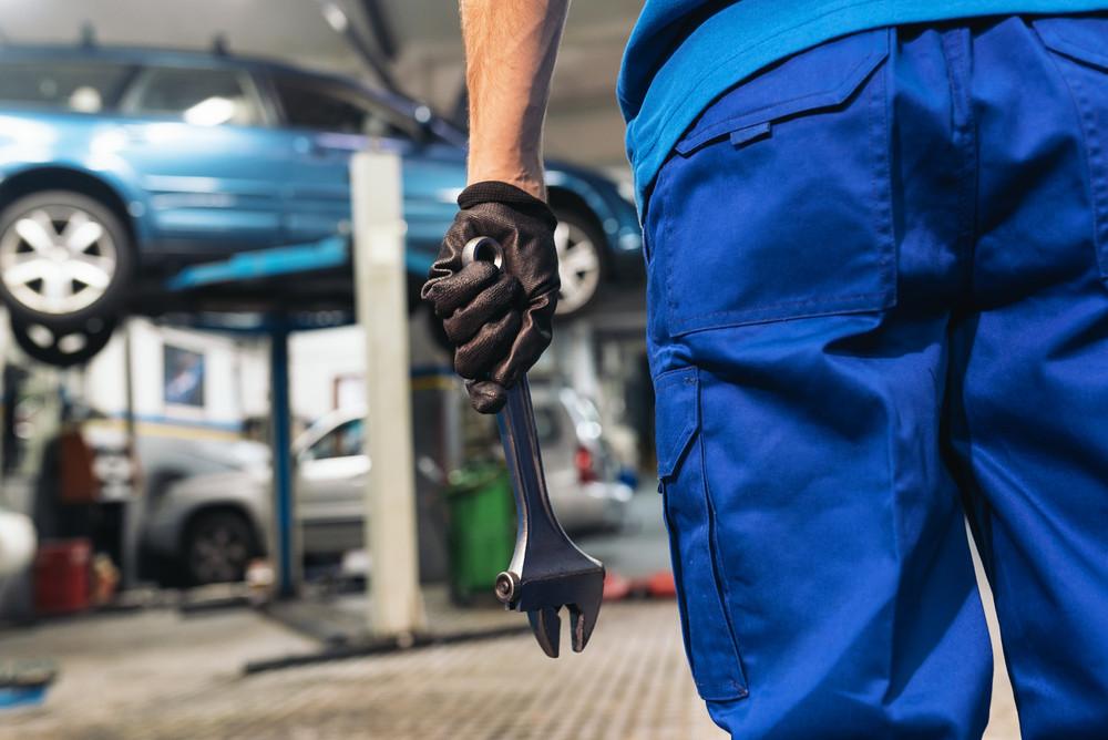 Tanie auto, drogie części? Jak nie zbankrutować przy naprawie samochodu?