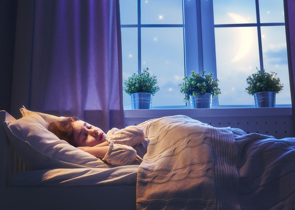 Kłopoty ze snem? Jak zapewnić kilkulatkowi długi, spokojny sen?