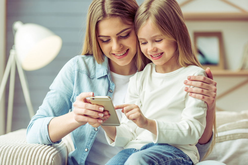 Dziecko i technologia - kiedy czas na pierwszy telefon?