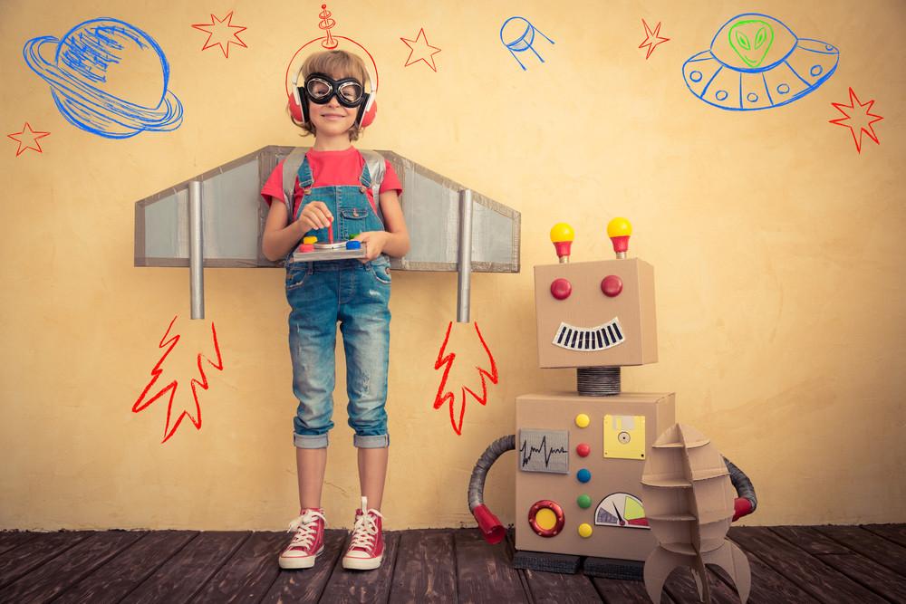 Zabawy… bez zabawek. Jak dobrze się bawić i pobudzać kreatywność dziecka?