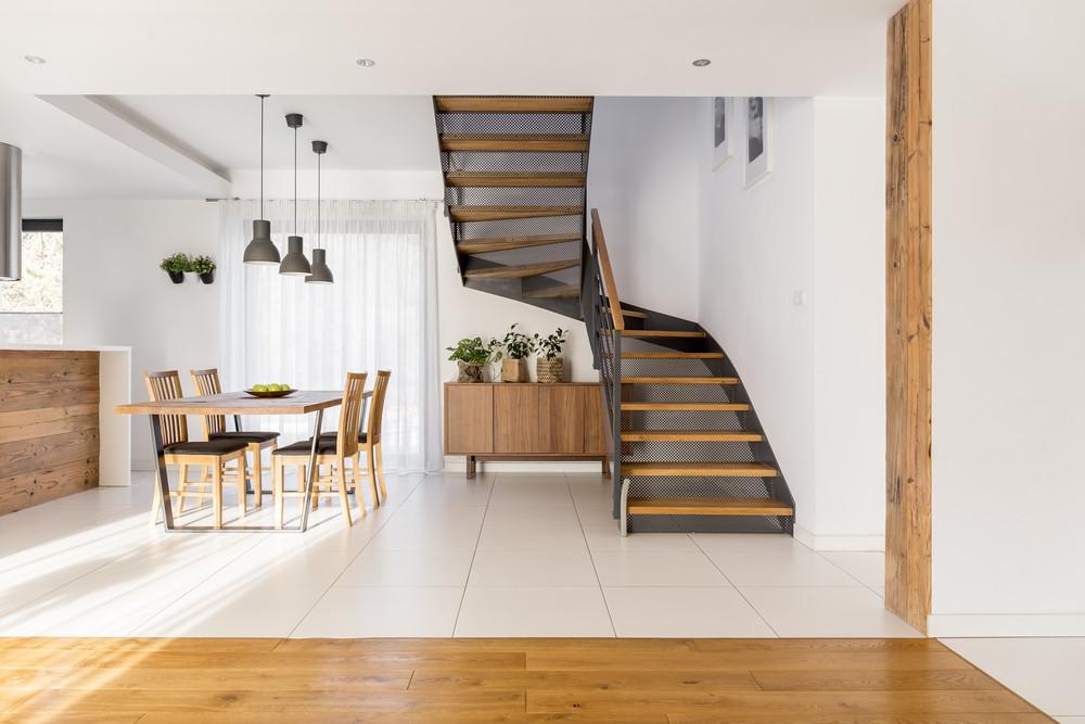 Wybieramy schody do domu – jakie są ich rodzaje i czym się charakteryzują?