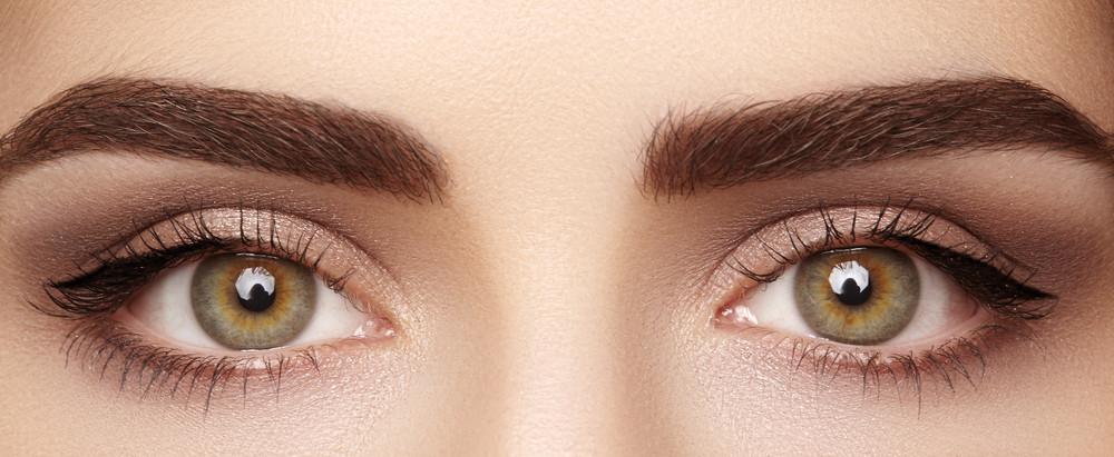 Jak malować oczy? Prosty i gustowny makijaż krok po kroku
