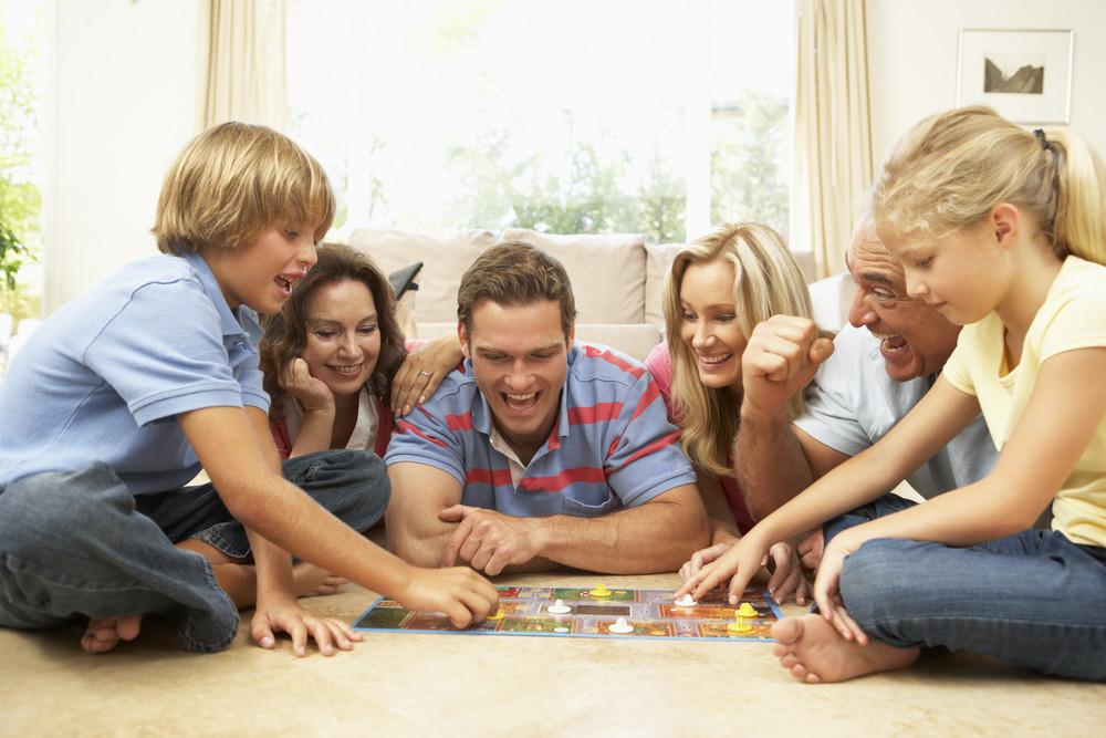 Najlepsze zabawy dla całej rodziny na jesienne wieczory