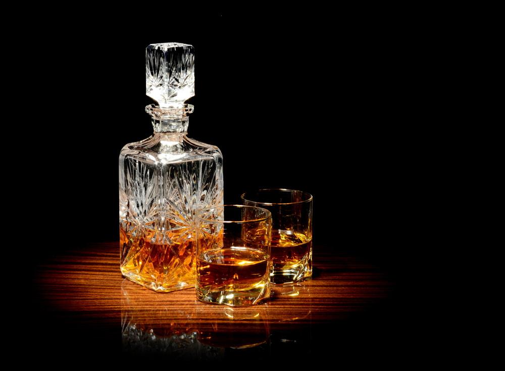 Kryształowa karafka z whisky