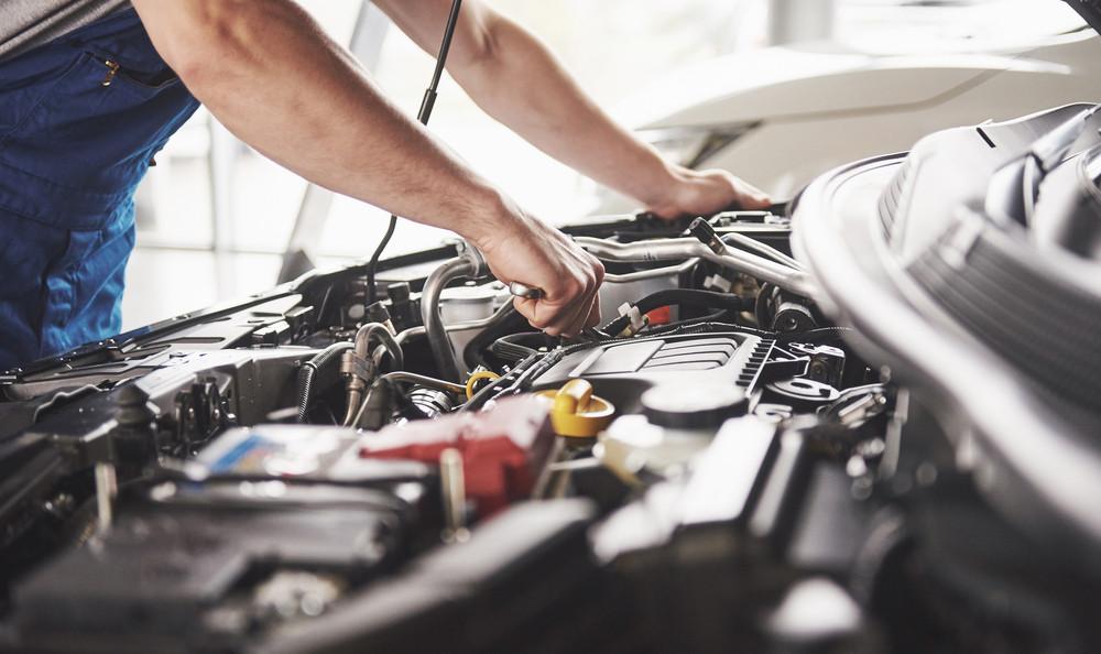 Naprawa samochodu przez mechanika