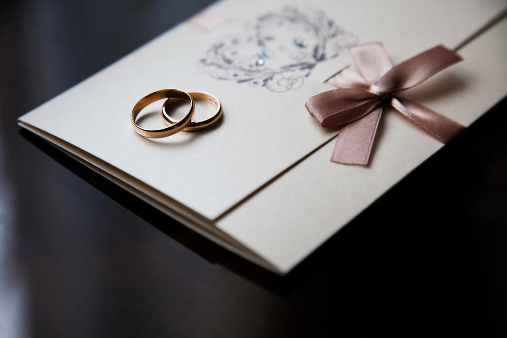 Obrączki ślubne, zaproszenie na ślub