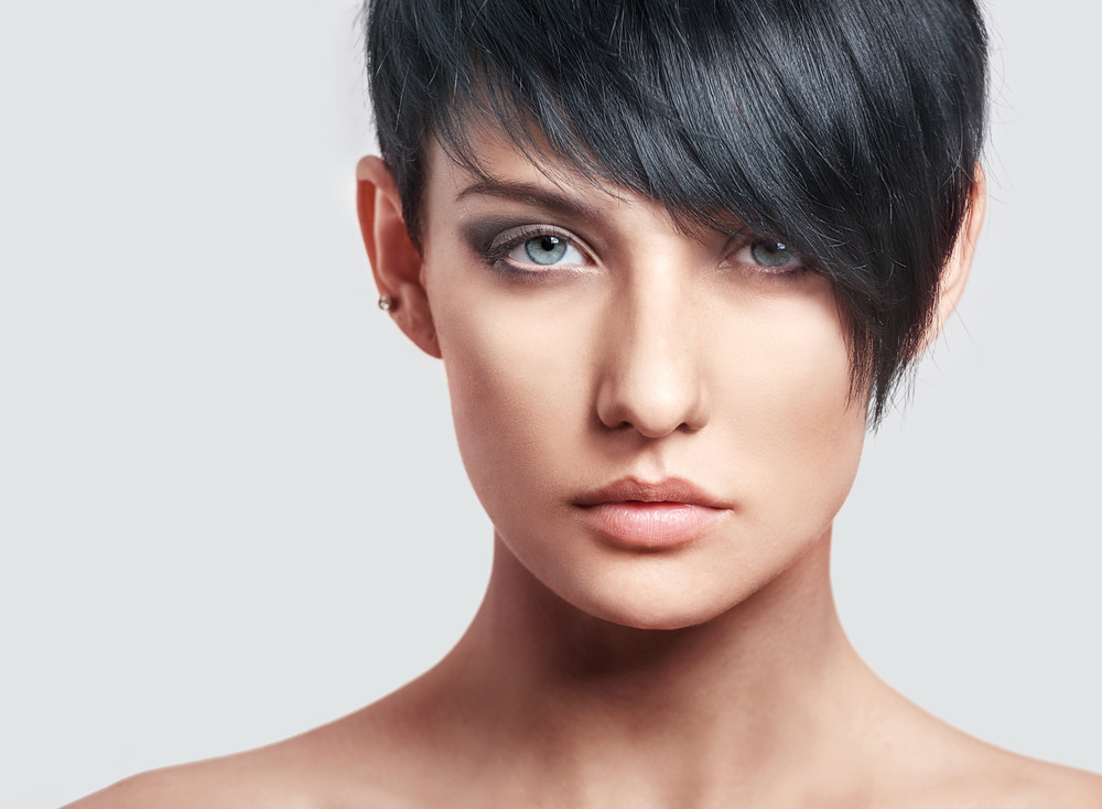 Czarne krótkie włosy