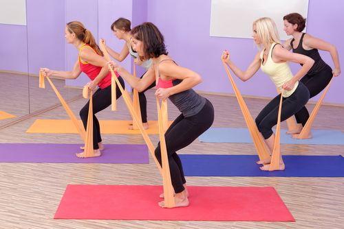 Ćwiczenia z taśmą do ćwiczeń: jakie i dla kogo?