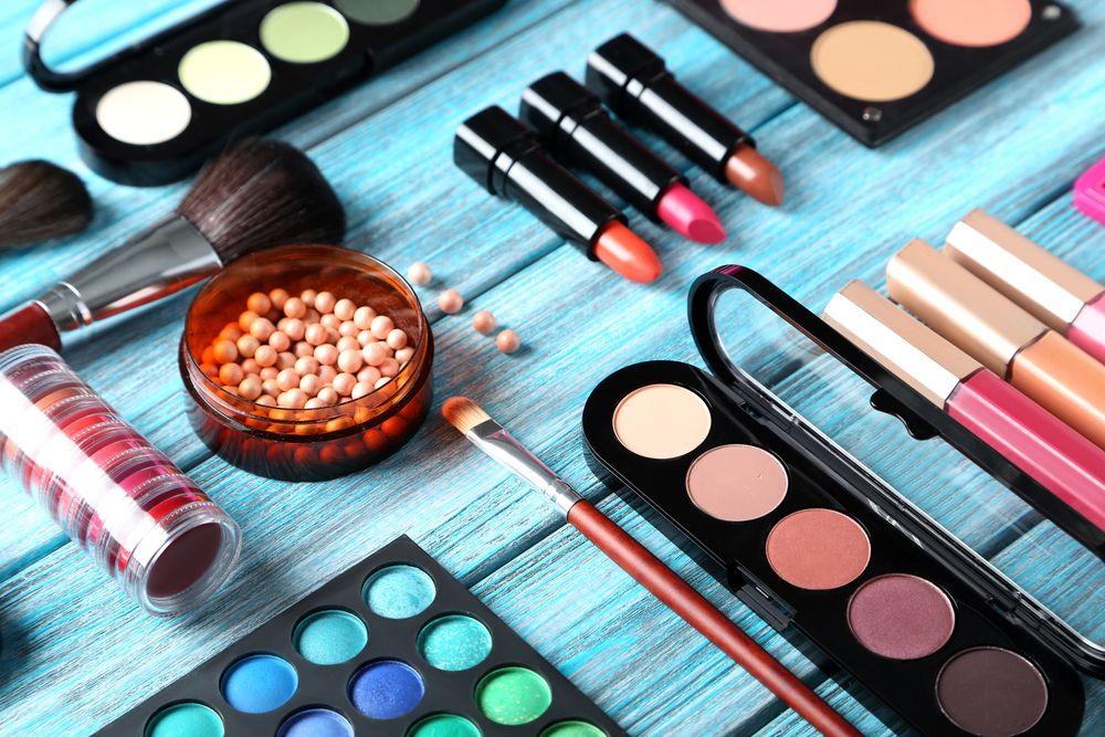 Makijaż –jakie kosmetyki są niezbędne?