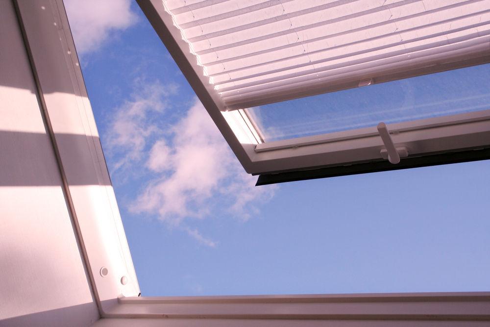 Rodzaje rolet do okien dachowych