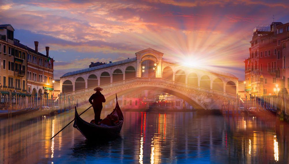 Gondola przy moście Rialto, Wenecja