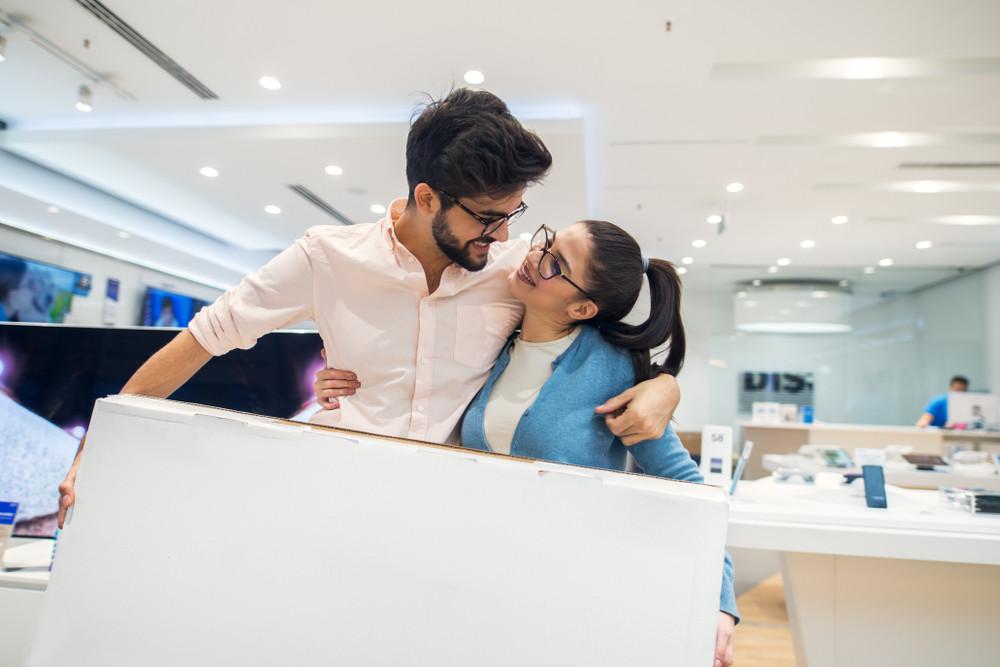 Para podczas zakupów na raty