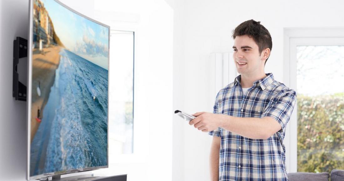 Telewizor z zakrzywionym ekranem – czy warto go kupić?
