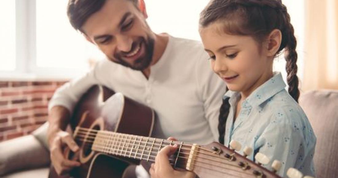 Czy uczyć dzieci muzyki i gry na instrumentach?