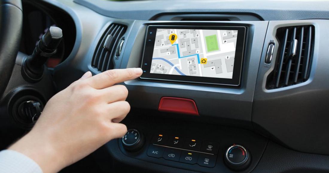 Jak wybrać nawigację samochodową z bezpłatną aktualizacją map?