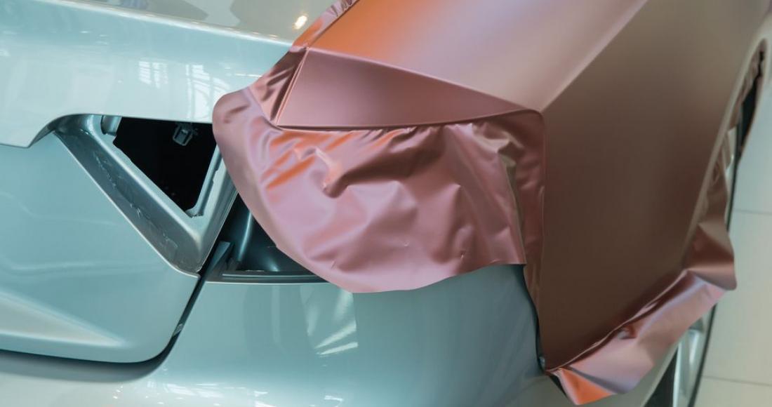 Oklejanie samochodu folią – jak to zrobić właściwie?