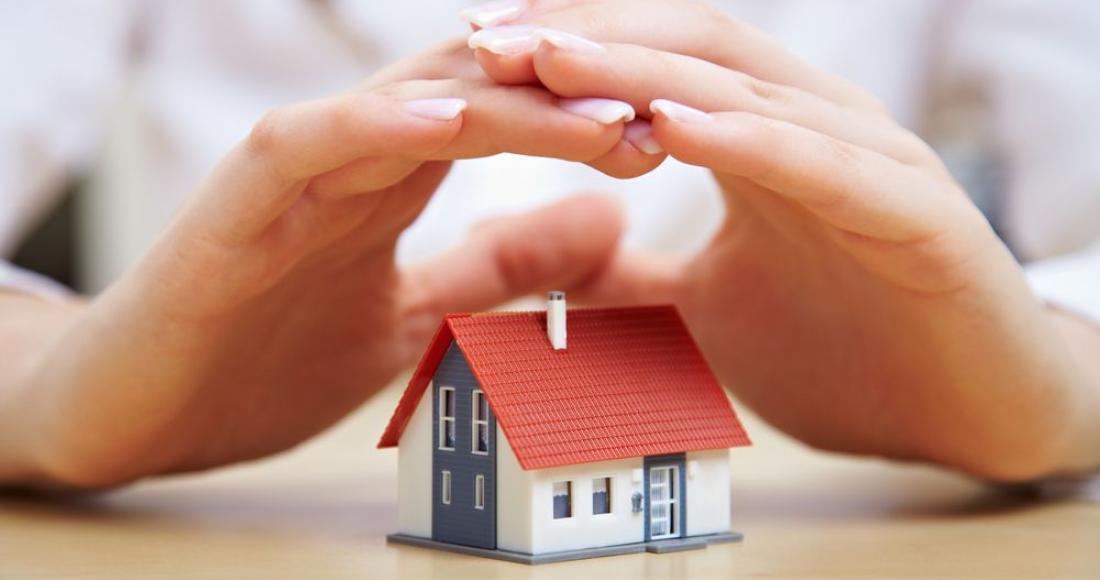 Zabezpiecz dom przed wyjazdem – ile kosztują najlepsze rozwiązania?