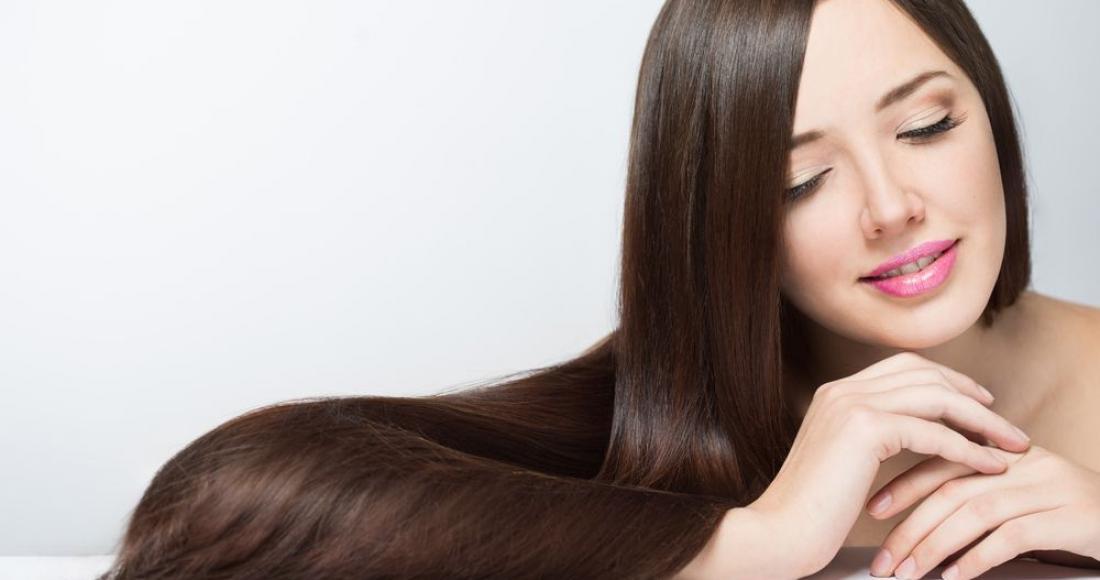 5 zabiegów regeneracyjnych na włosy, w które warto zainwestować