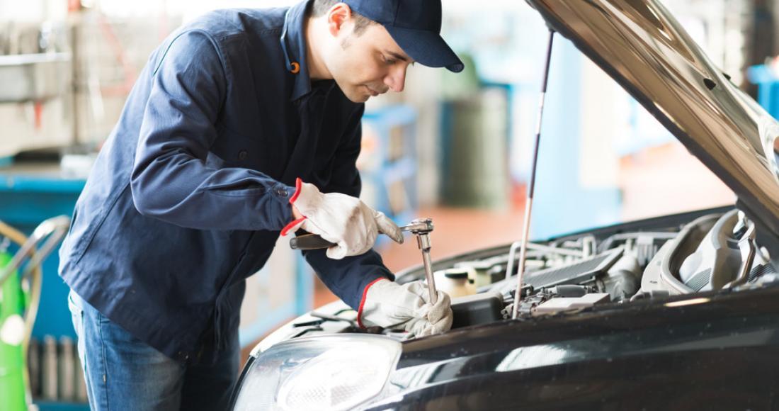 Ile kosztuje wymiana uszczelki pod głowicą w samochodzie?