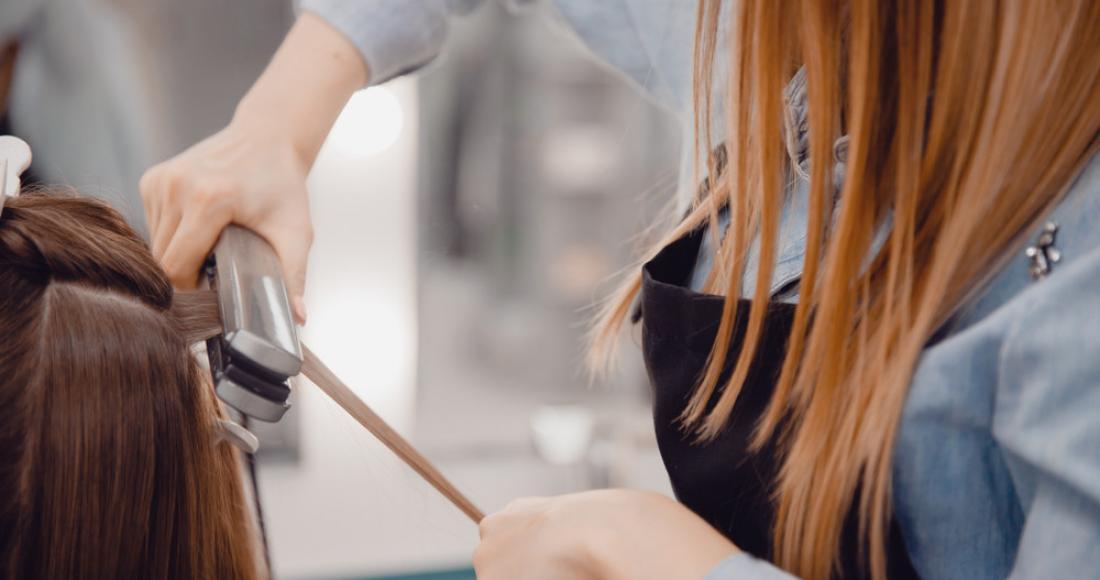 Keratynowe prostowanie włosów - czy zabieg rzeczywiście służy prostowaniu?