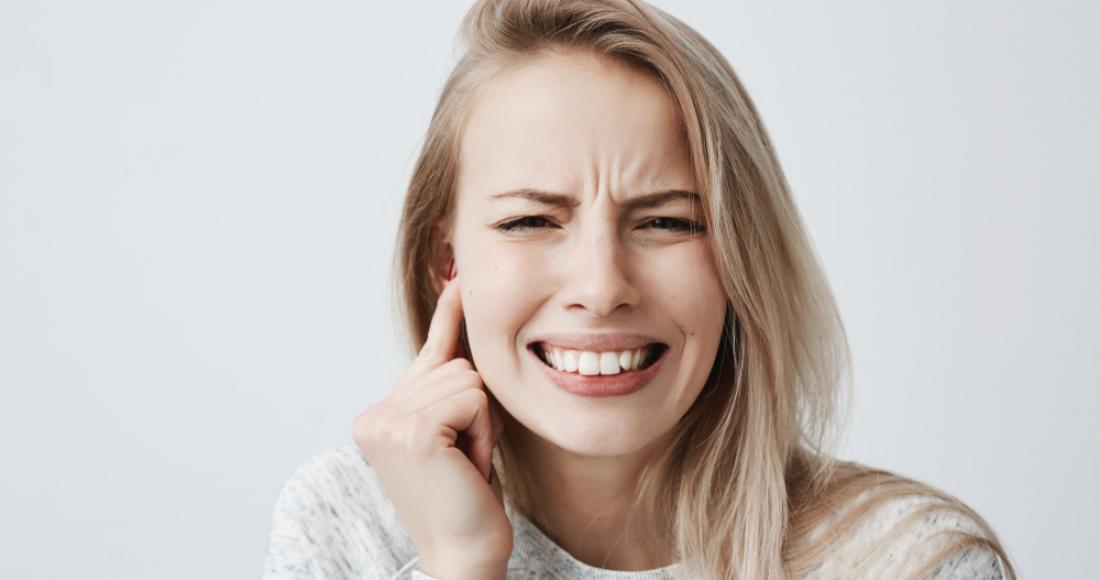 Perlak – czym cechuje się ta choroba ucha środkowego?