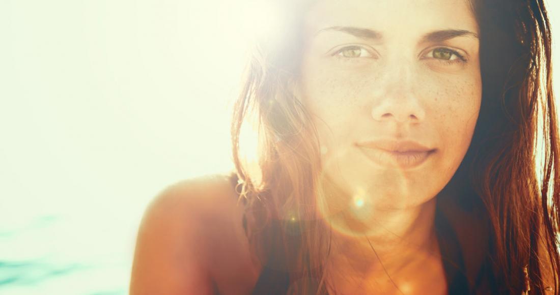 Jak wesprzeć skórę i włosy w czasie wakacji? Poznaj podstawowe zasady pielęgnacji!