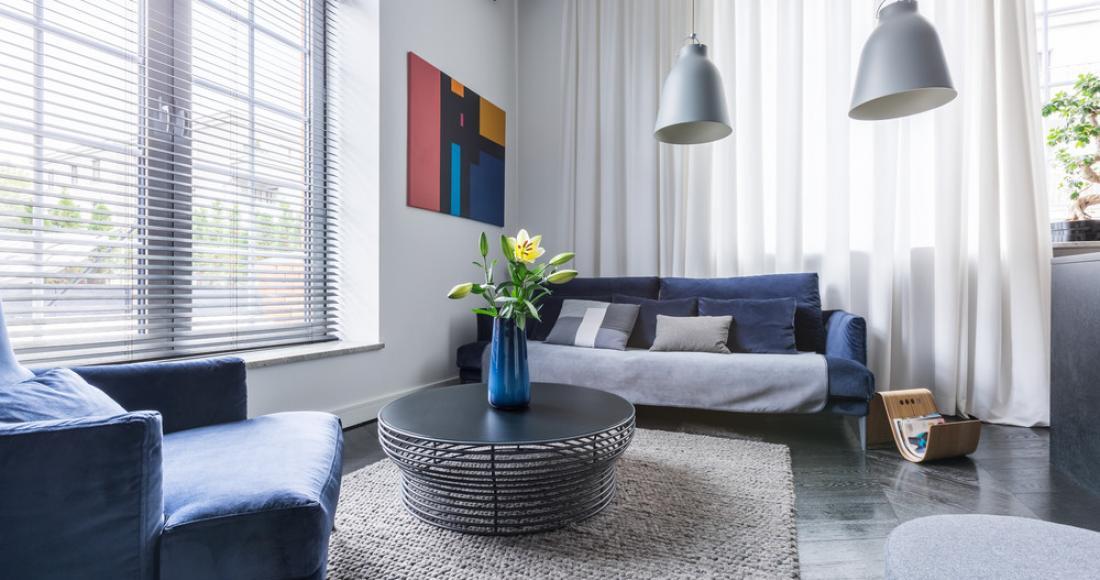 Rolety, zasłony, żaluzje – jak zapewnić sobie prywatność we własnym domu?