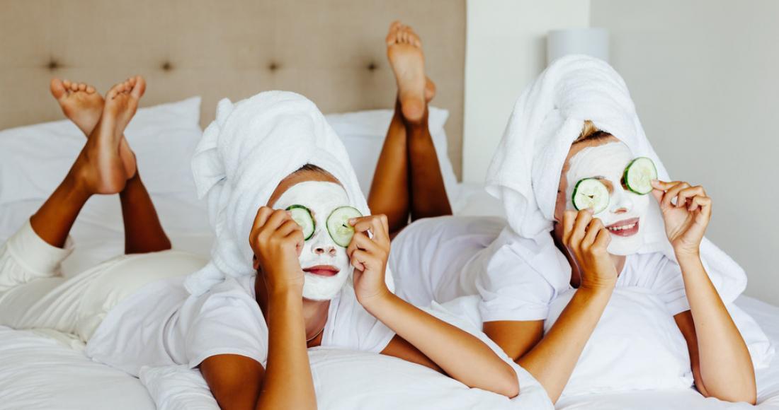 Najlepsze maseczki na twarz i włosy, które możesz przygotować samodzielnie – poznaj ich właściwości