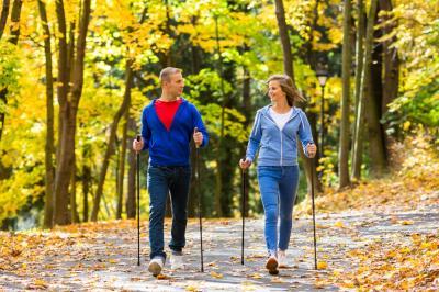 Nordic walking - idealny dla seniorów i kobiet w ciąży